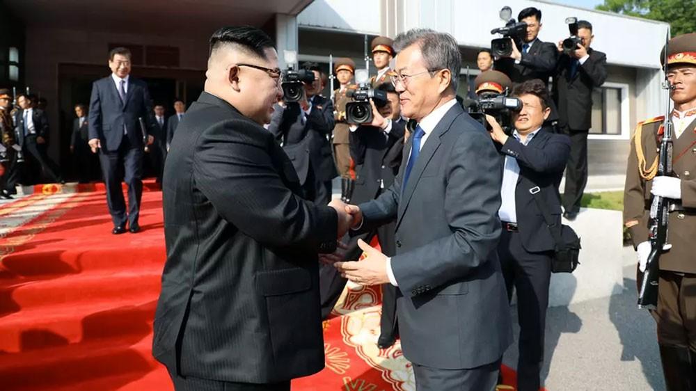 بعد أكثر من عقد.. رئيس كوريا الجنوبية يزور بيونغ يانغ