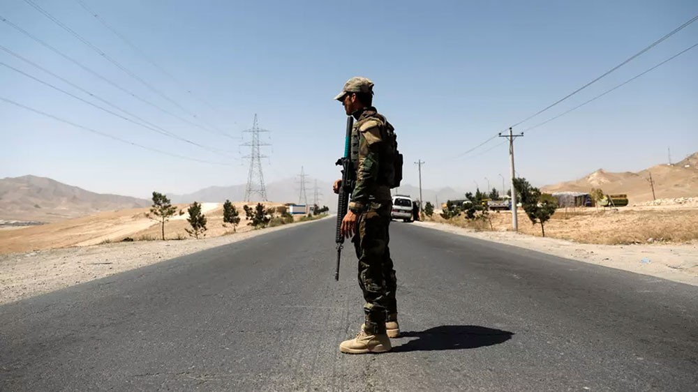أفغانستان.. طالبان تقتحم قاعدة للجيش وتأسر عشرات الجنود