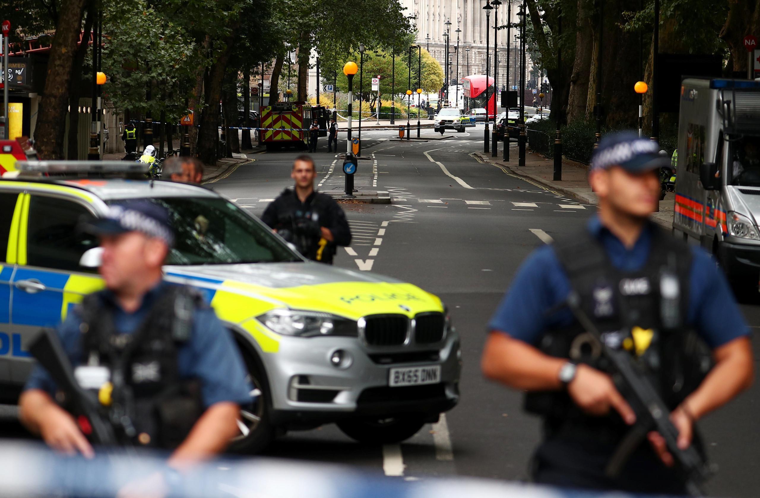 بريطانيا.. جرحى في اصطدام سيارة بحواجز البرلمان
