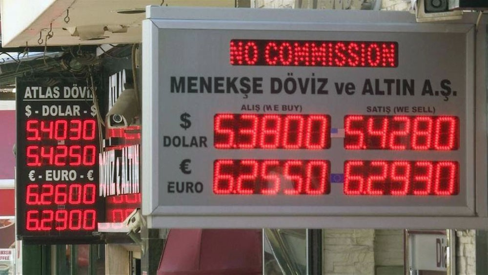 قصة هبوط الليرة التركية و10 سنوات من التراجعات القياسية