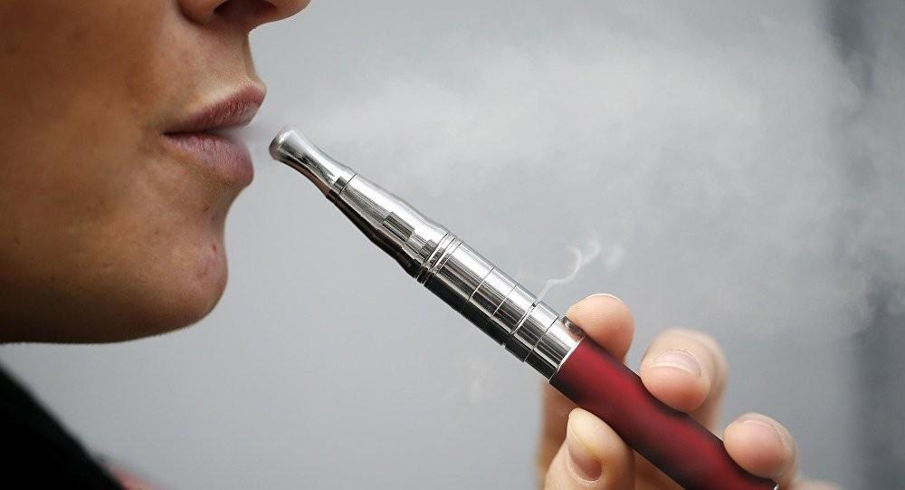 أجهزة التدخين الإلكترونية يمكن أن تحدث تغييرات في خلايا الرئة