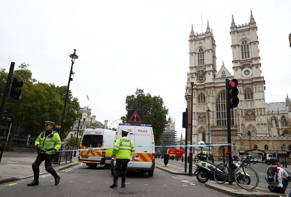 بريطانيا.. الشرطة تتعامل مع حادث البرلمان كعمل إرهابي