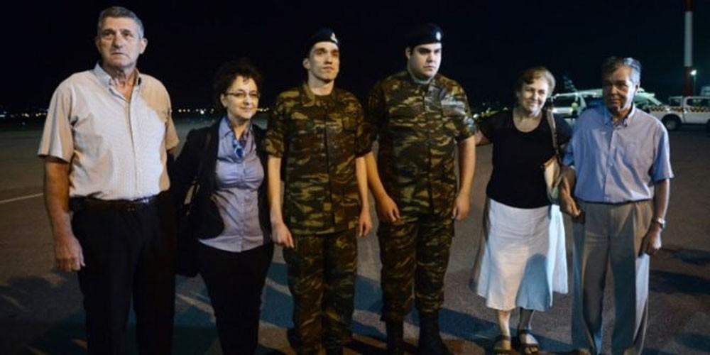 عودة الجنديين اليونانيين إلى بلدهما بعد الافراج عنهما في تركيا
