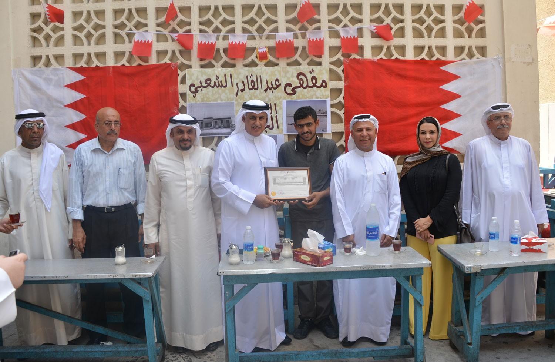 وزير الصناعة والتجارة والسياحة يفتتح مقهى عبدالقادر الشعبي في موقعه الجديد بالقرب من باب البحرين