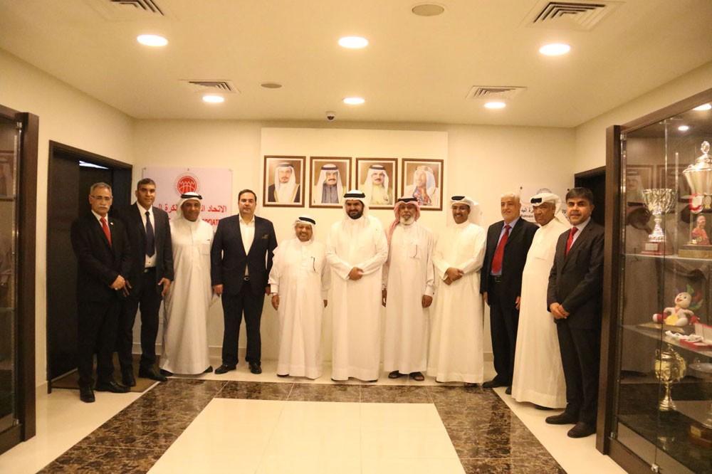 سمو الشيخ عيسى بن علي يستقبل مجلس إدارة نادي البحرين