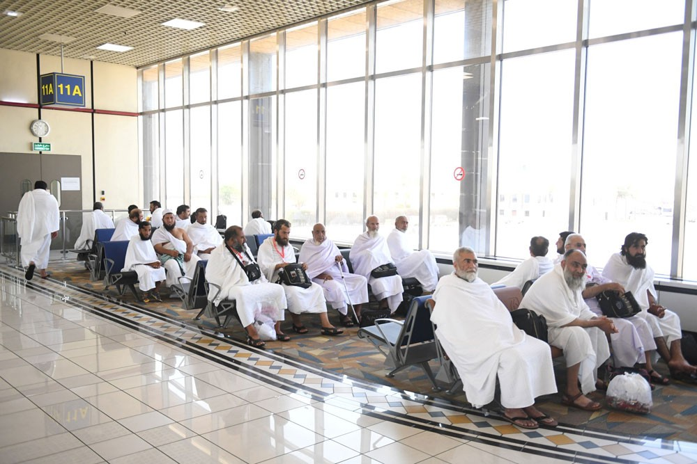 مطار البحرين يشهد ارتفاعًا في أعداد الحجاج المغادرين لأداء فريضة الحج بنسبة 41%