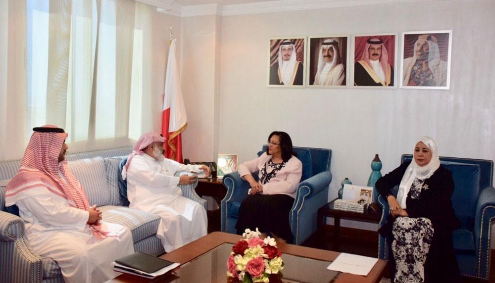 وزيرة الصحة تبحث ووفد الصندوق السعودي مستجدات مشروع مركز الإقامة الطويلة بالمحرق