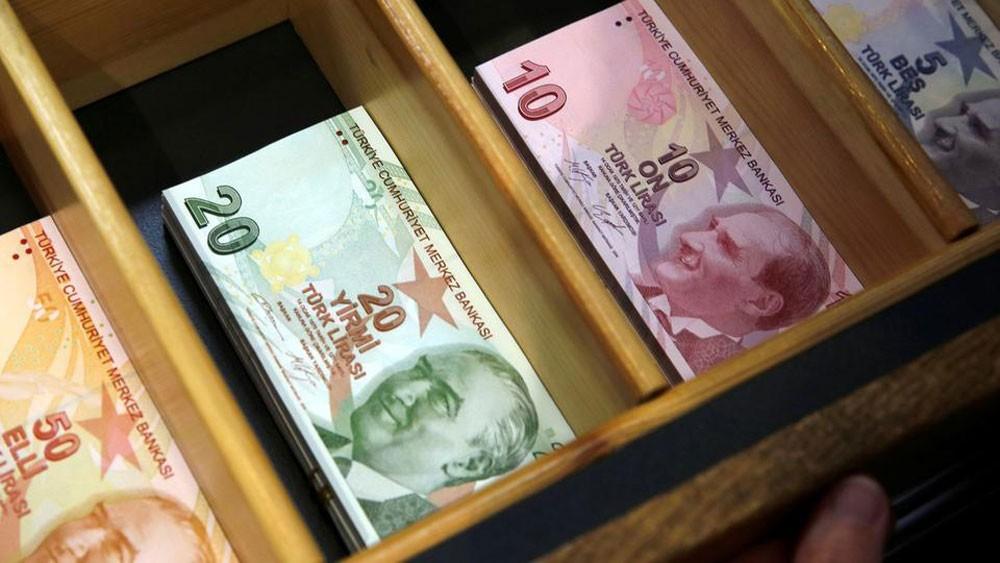 الليرة التركية ترتفع 3% قبل مؤتمر لوزير المالية