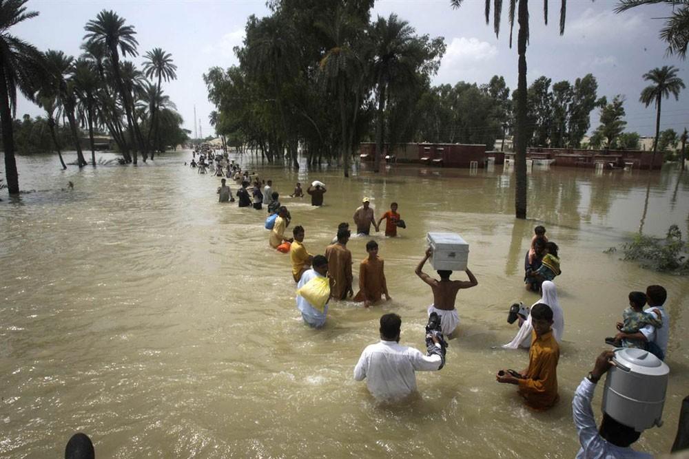 """فيتنام تحشد أكثر من 500 ألف جندي استعدادا للإعصار """"بيبينكا"""" غدا"""