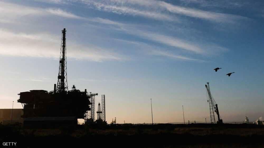 النفط يغلق مرتفعا لكنه ينهي الأسبوع على خسارة