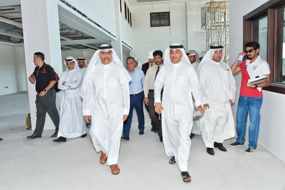 وزير المواصلات والاتصالات ووكيل الاشغال يتفقدان مشروع مبنى الفرز البريدي في الحد