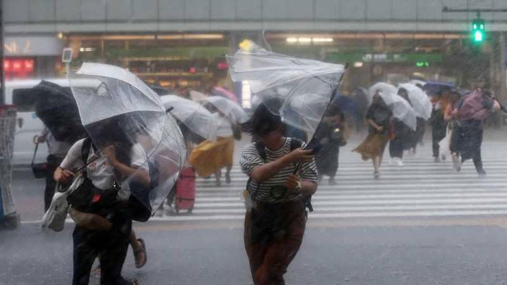 اليابان تتأهب لإعصار قوي وتحذير من أمطار غزيرة وانزلاقات