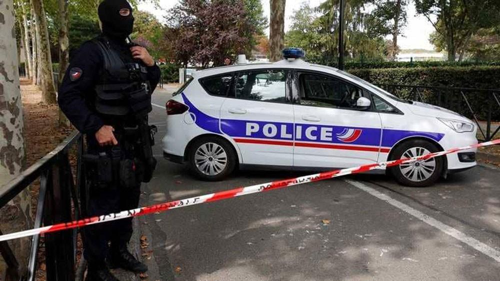 """مفاجأة هجوم الطعن بباريس تضرب """"بيان داعش"""" في مقتل"""
