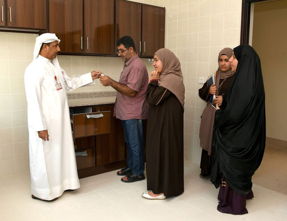 """""""الإسكان"""" تواصل تسليم مفاتيح وحدات مجمع 609 بسترة ثالث أيام العيد"""