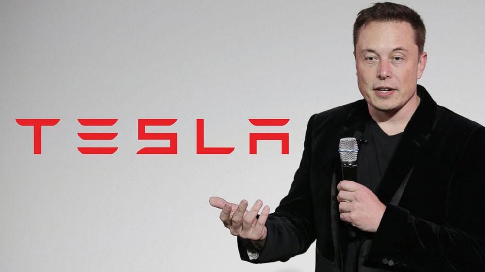 """شركة """"تيسلا"""" لصناعة السيارات ستبقى في البورصة"""