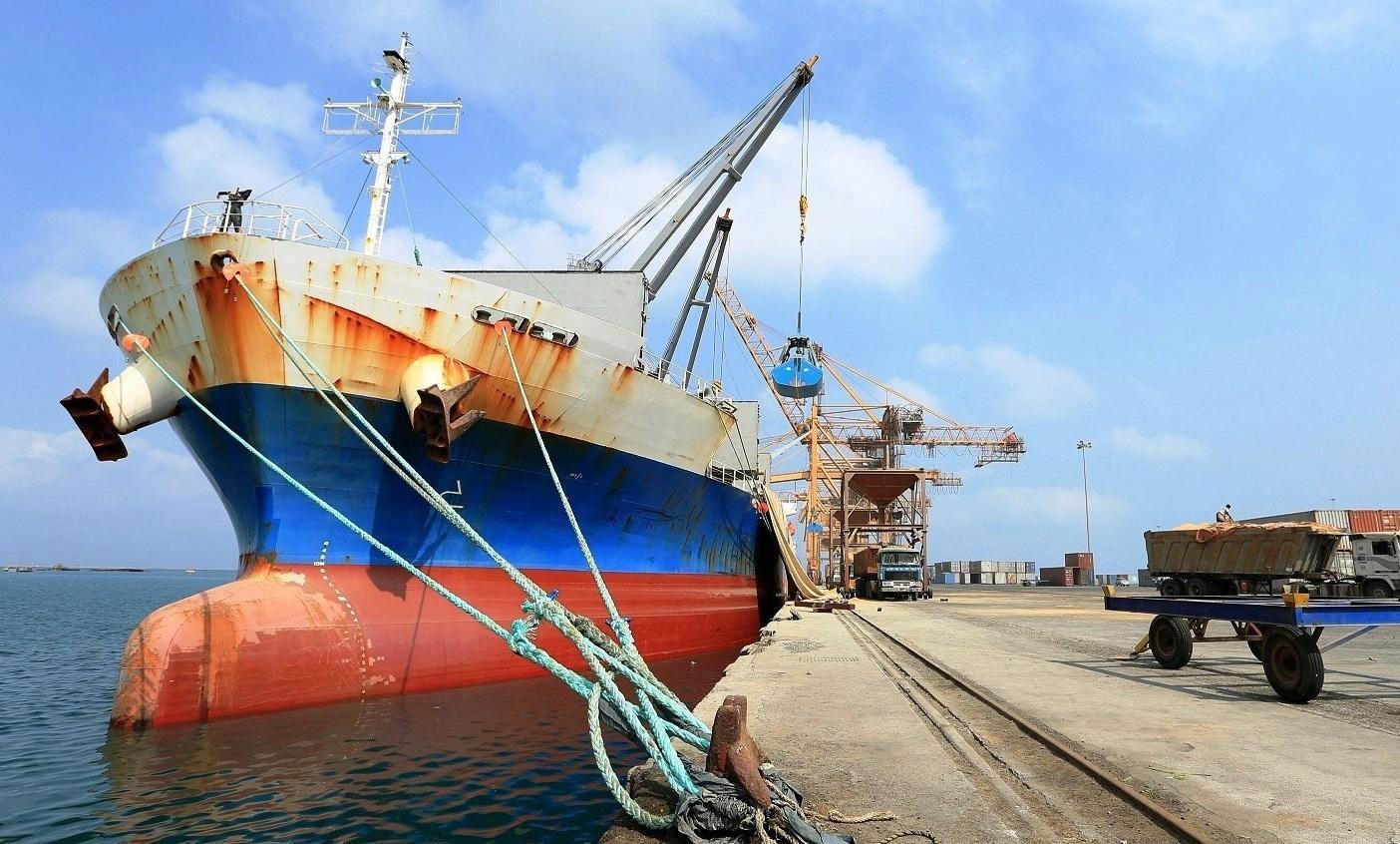 التحالف يصدر تصاريح دخول لسفينتين إلى ميناء الحديدة