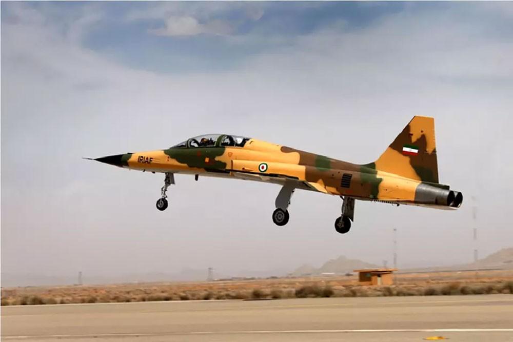 """سقوط طائرة إيرانية بعد فضيحة """"المقاتلة كوثر"""""""