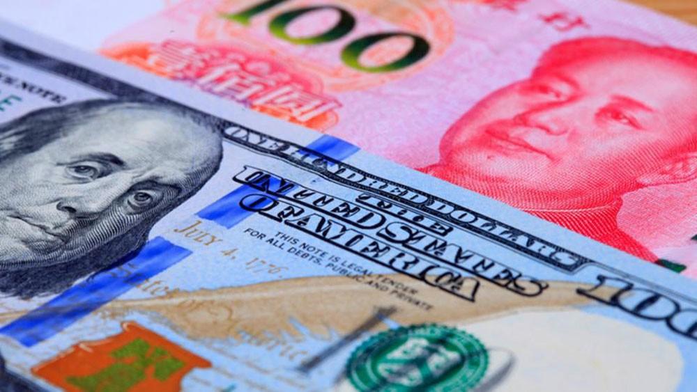 اليوان يسجل أعلى مستوياته في أسبوعين ونصف أمام الدولار