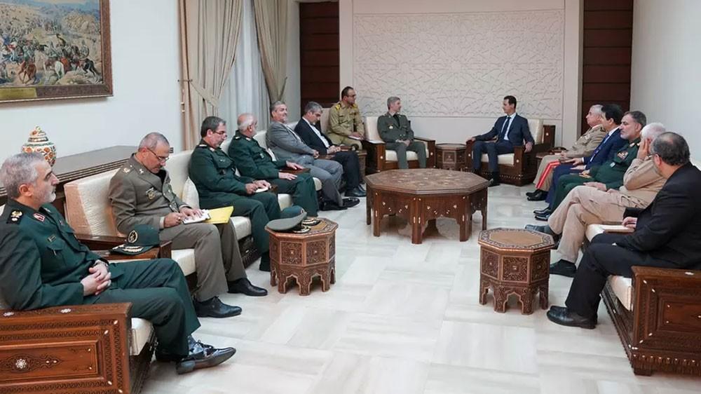 """الأسد """"يمدد"""" وجود إيران في سوريا.. و""""يشرعنه"""" كتابة"""