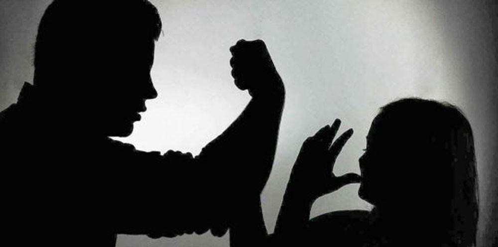 طبيب عربي يعتدي على متطوعة سعودية لخدمة الحجاج ويهشم وجهها