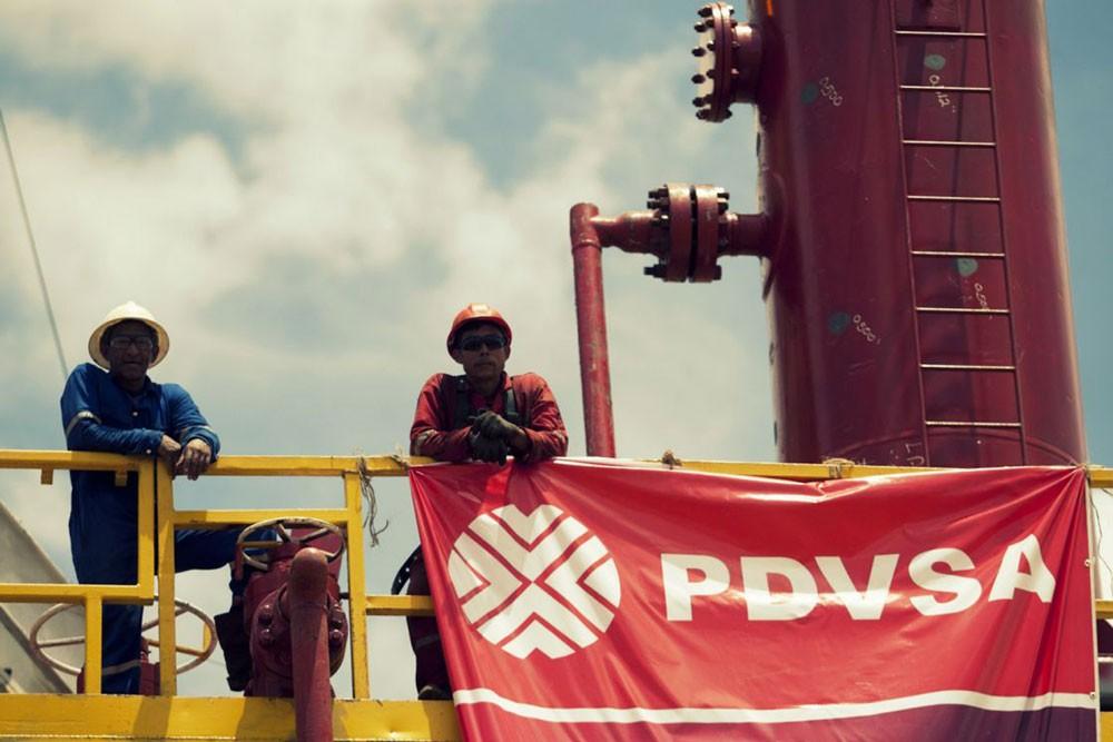الرئيس الفنزويلي يوقع اتفاقات لزيادة إنتاج النفط