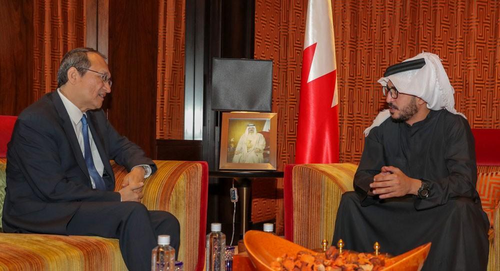 خالد بن حمد يشيد بتطور العلاقات البحرينية الصينية