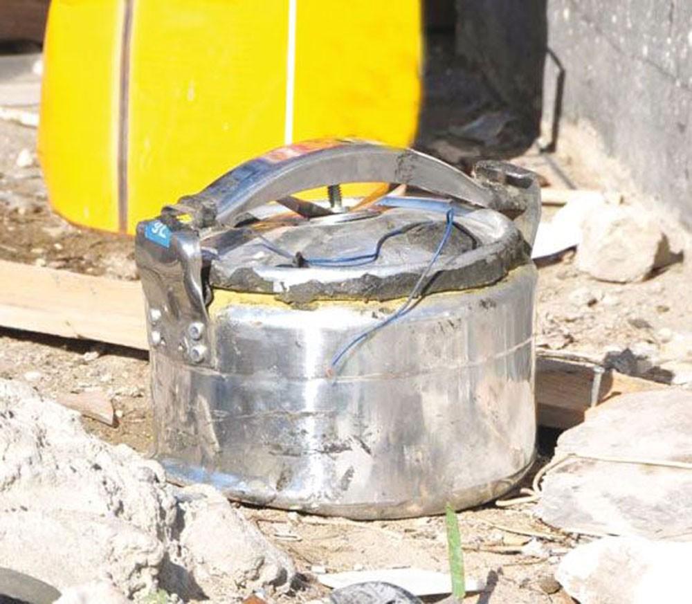هارب مقيم في إيران يحثُّ شابا على صناعة قنبلة وهمية