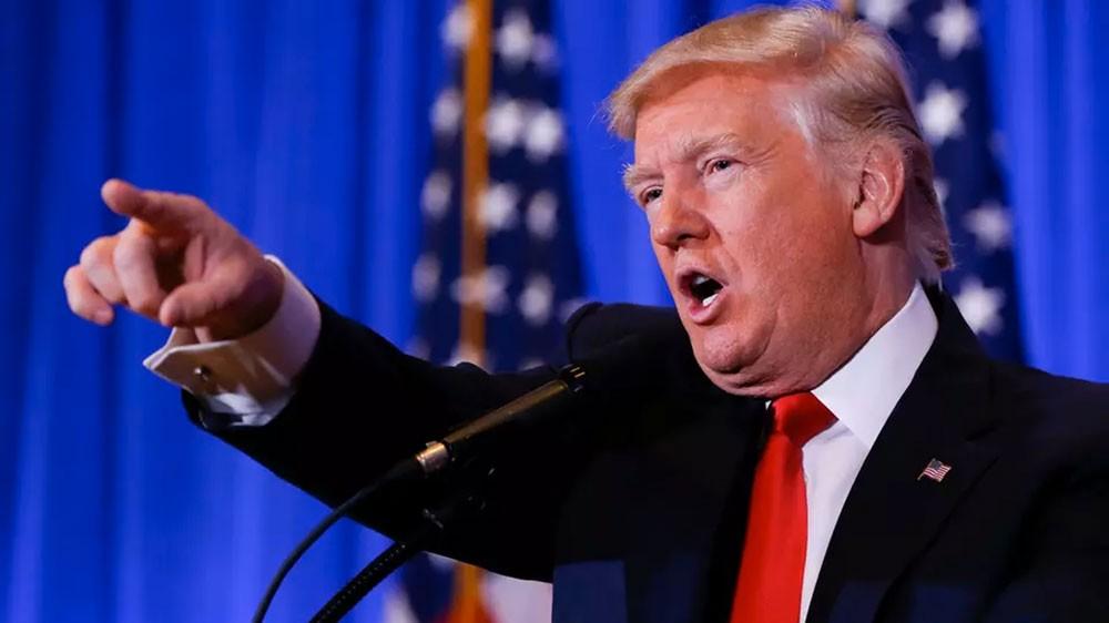 """ترمب يهاجم صحافي بارز.. ويصف """"CNN"""" بالممزقة"""
