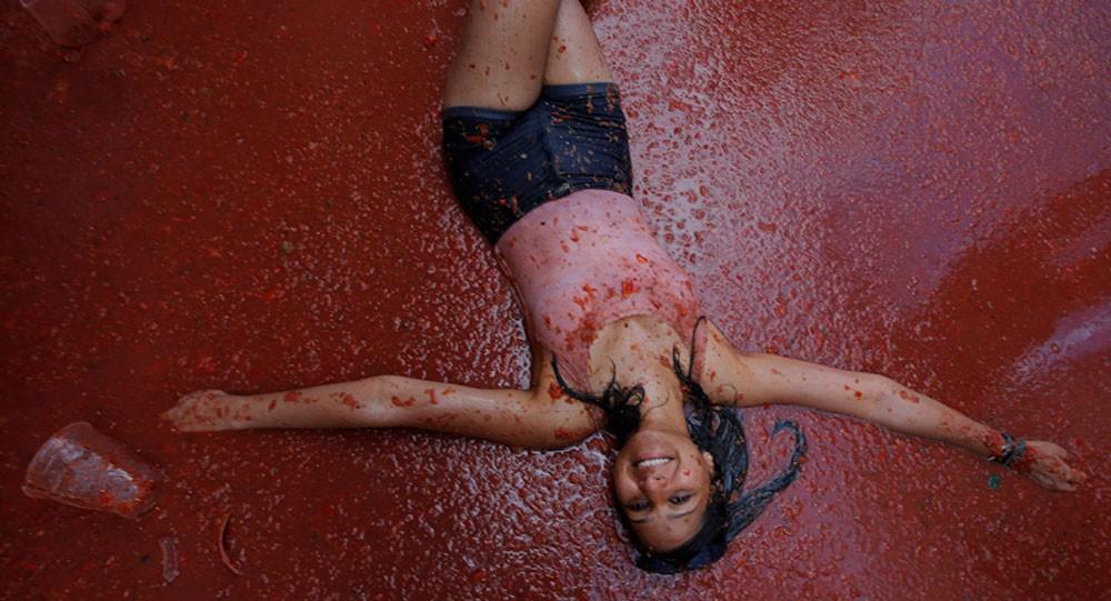"""""""حرب الطماطم"""" تشتعل في شوارع إسبانيا"""