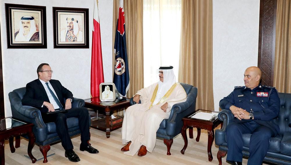 وزير الداخلية يبحث مع السفير الأمريكي عددا من الموضوعات المشتركة