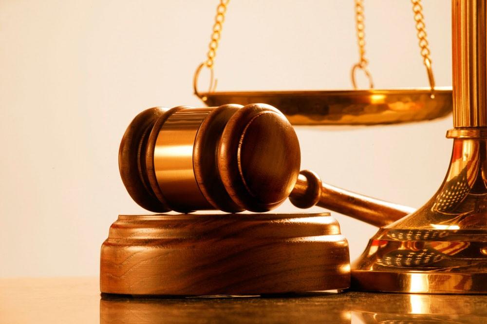 """المحكمة تأمر بجلب 25 مُدانا بقضية """"دعارة"""" من محبسهم وإعلان الغائب منهم"""