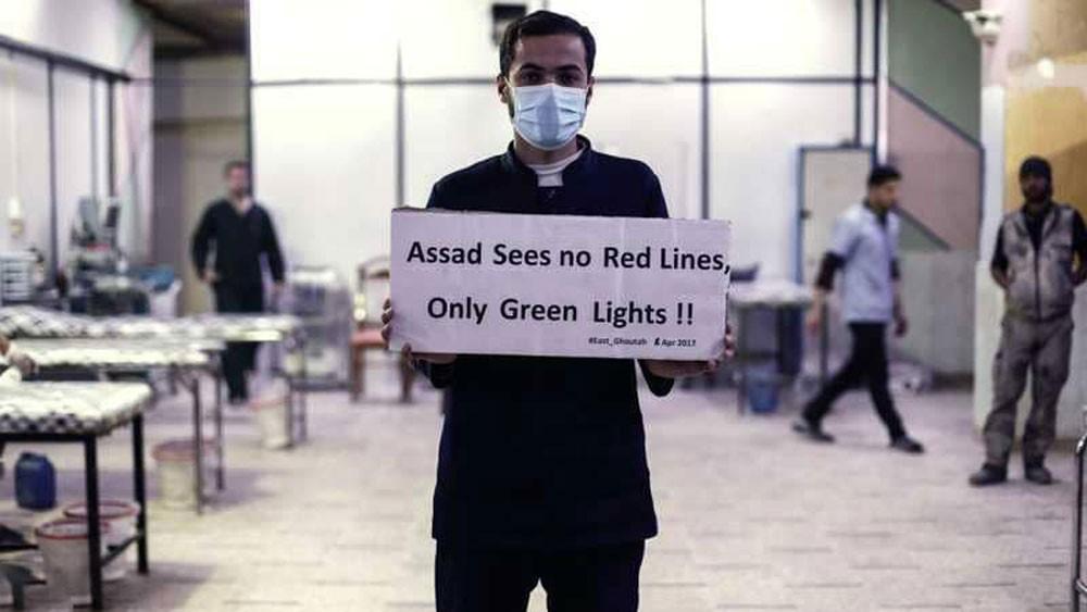 """""""شبح الكيماوي"""" يخيم على إدلب بعد اتهامات وتحذيرات"""