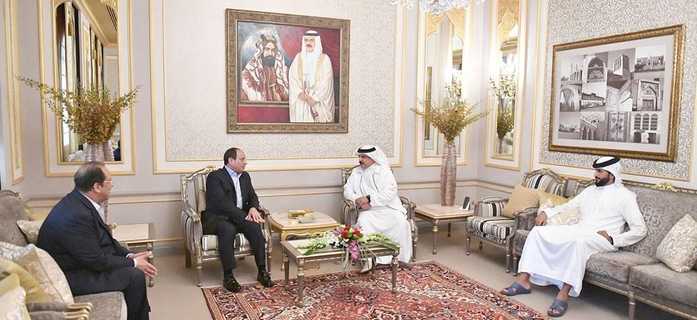عاهل البلاد المفدى يقوم بزيارة إلى فخامة الرئيس عبدالفتاح السيسي بمقر إقامته