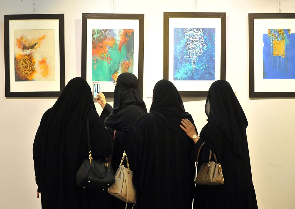 التشكيلية رجاء الشافعي تقدم الهوية العربية والإسلامية