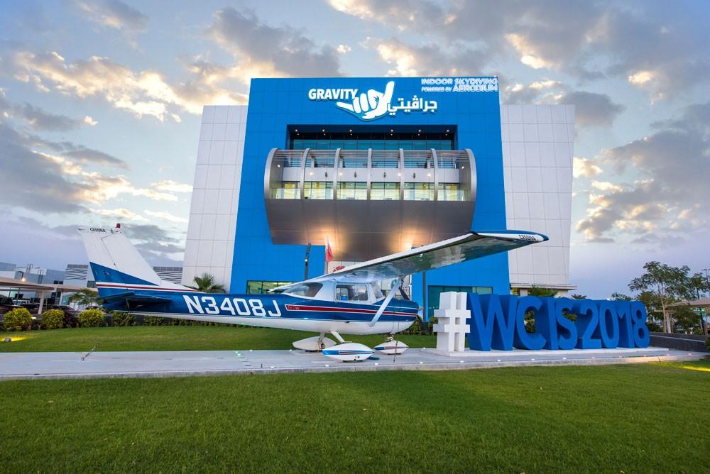 محمد بن راشد يعلن عن الجاهزية لبطولة العالم للطيران الحر الداخلي
