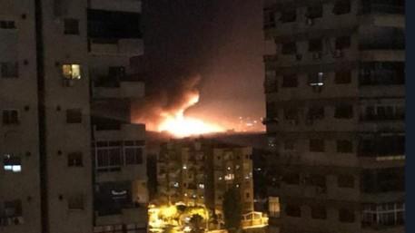 انفجارات عنيفة تهزّ مطار المزة العسكري في دمشق