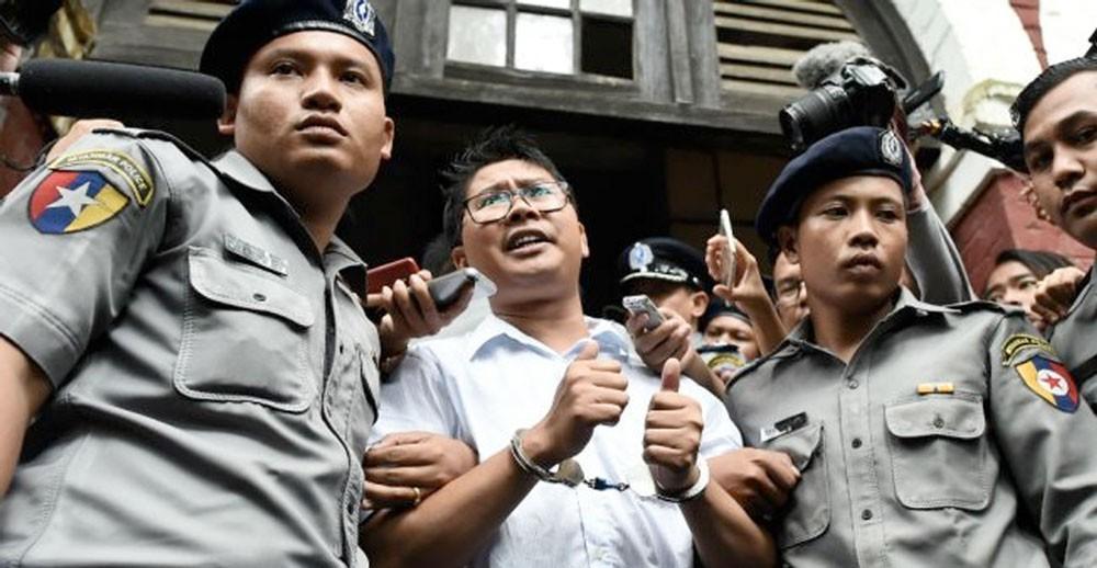 """الحكم على صحافيين اثنين من """"رويترز"""" بالسجن سبع سنوات في بورما"""