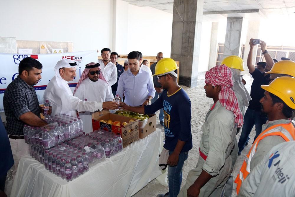 """محافظة العاصمة تدشن حملة """"معاً نهتم لدعم العمال"""""""