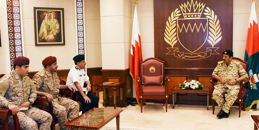 القائد العام يستقبل أسرة الشهيد العميد الركن محمد الأحمر