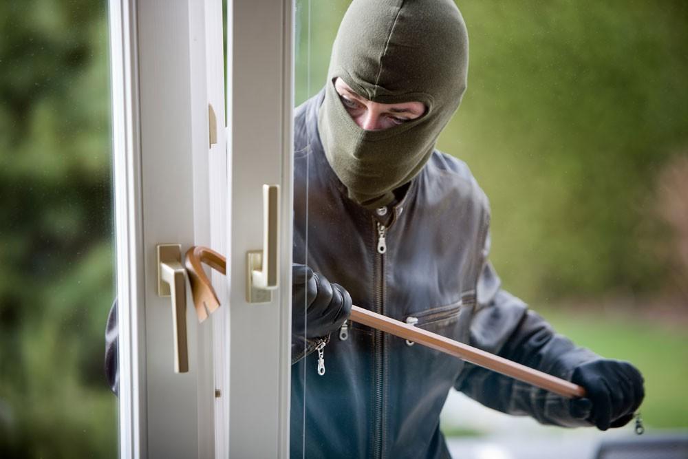 القبض على المشتبه بقيامه بسرقة مصوغات ذهبية من محلين بالمحرق