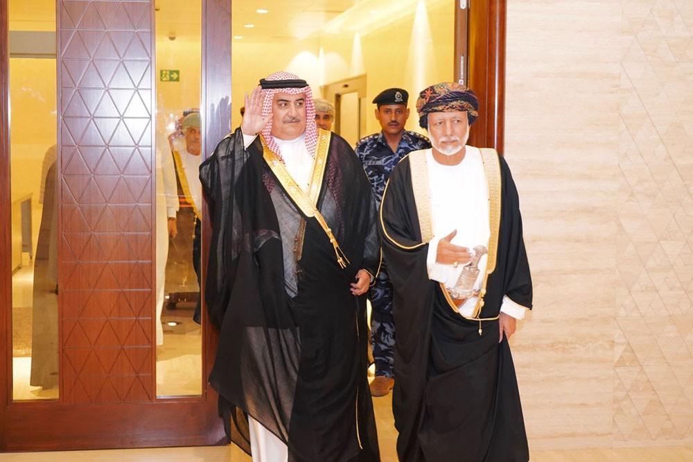 وزير الخارجية يصل صلالة لاجتماعات اللجنة البحرينية – العمانية