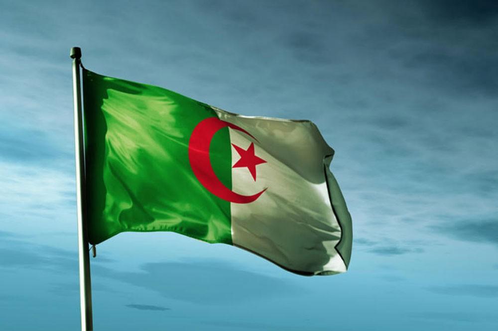 وزير الطاقة الجزائري : سوق النفط العالمية متوازنة