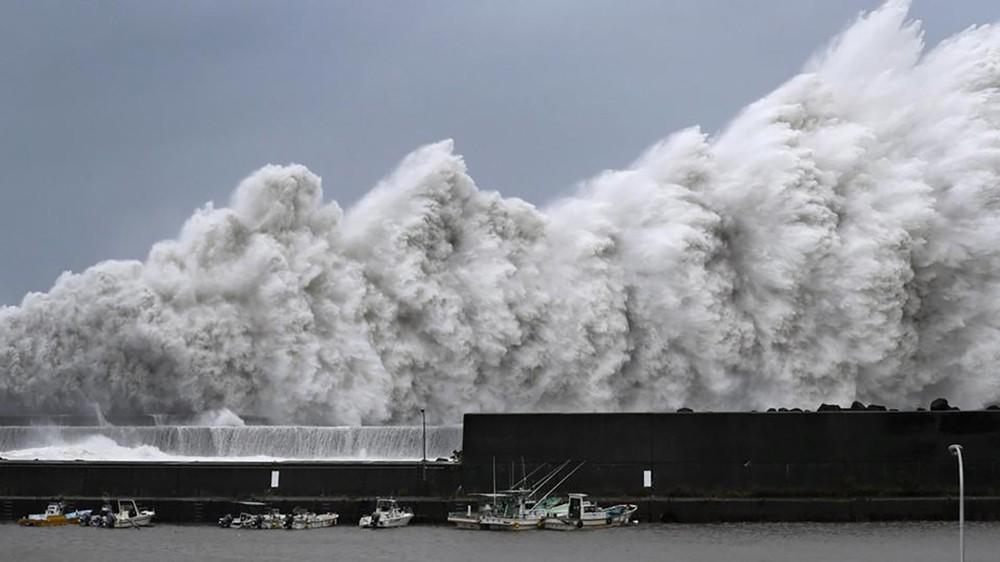 اليابان تستعد لمواجهة أقوى إعصار منذ ربع قرن