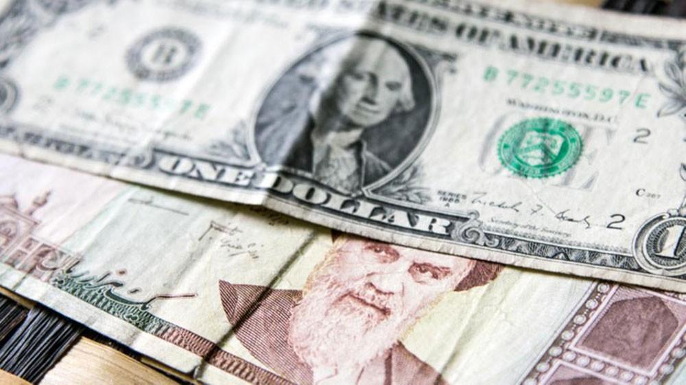 الريال الإيراني يخسر 70% من قيمته أمام الدولار في عام