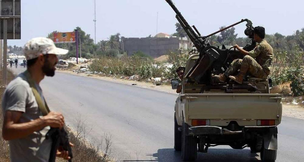 ليبيا.. المعارك في طرابلس تتسبب بنزوح آلاف المدنيين
