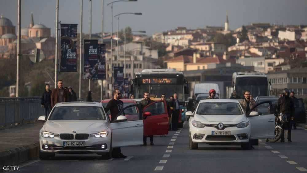 """مع نزيف الليرة.. ضربة اقتصادية لـ""""سيارات تركيا"""""""