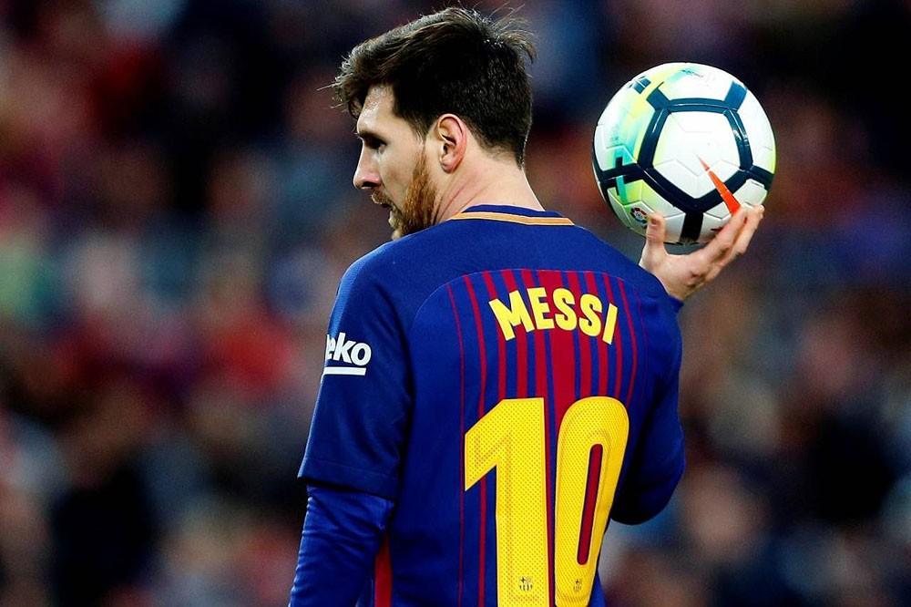 ميسي يلمح لإمكانية رحيله عن برشلونة الإسباني
