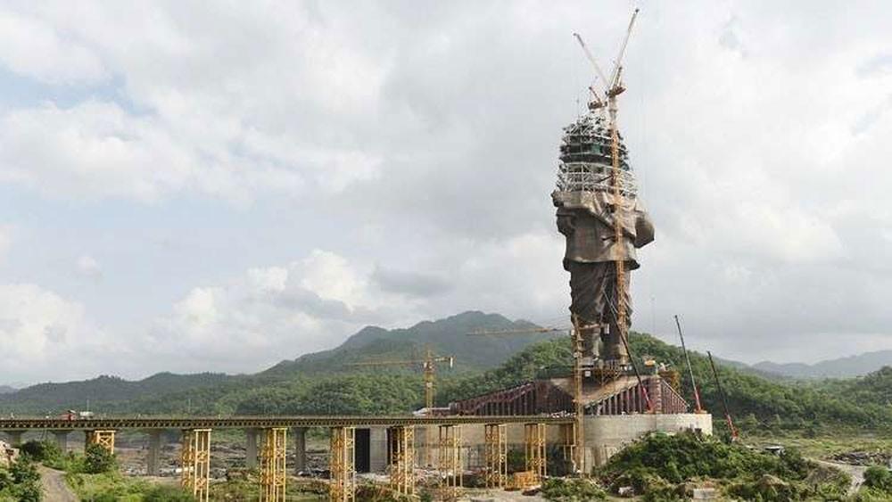 """""""الرجل الحديدي"""".. الهند تبني أطول تمثال في العالم!"""