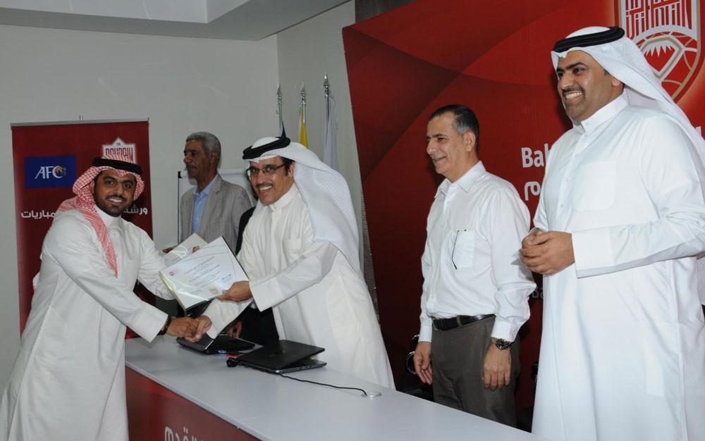 نائب رئيس اتحاد الكرة يكرم المشاركين بورشة عمل مراقبي المباريات