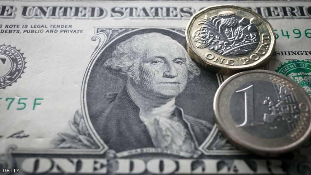 """الدولار الأميركي يضرب مجددا.. وعملة أخرى """"مهمة"""" في مهب الريح"""